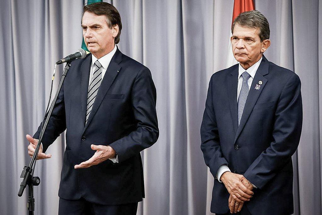 O presidente Jair Bolsonaro discursa durante cerimônia de posse do General Joaquim Silva e Luna, como diretor-geral brasileiro da Itaipu Binacional.