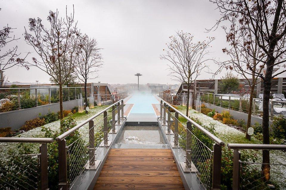 """O último andar do prédio é dedicado ao """"ócio"""", e conta com spa, piscina infinita e restaurante com estrela Michelin."""