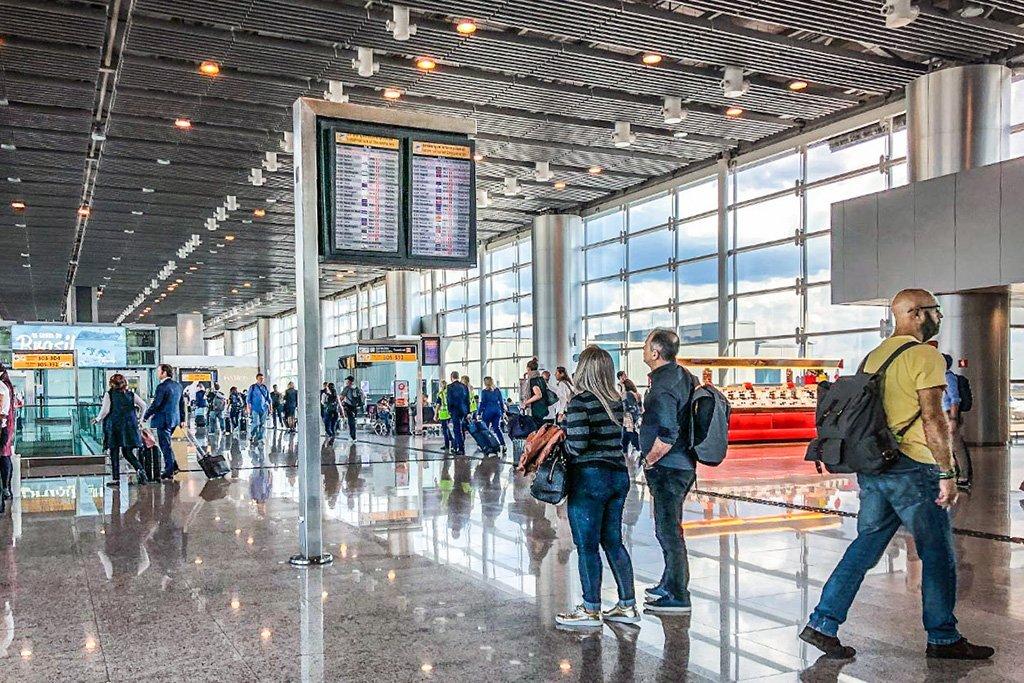 Aeroporto de Cumbica; Guarulhos; Terminal 3; T3; Bagagem; Avião; Horário Foto: Germano Lüders 04/2019