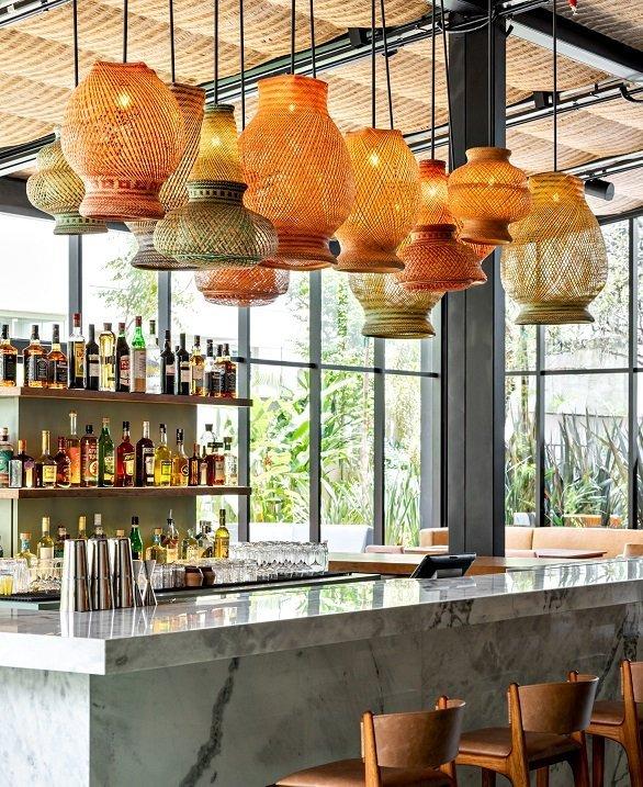 O bar central do restaurante Stella, também para não hóspedes