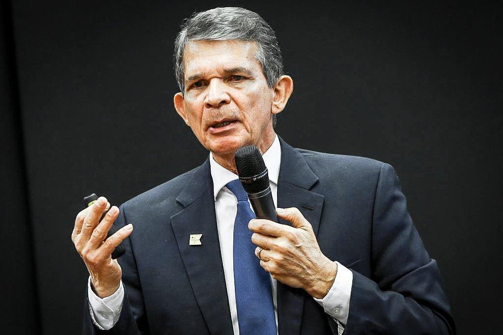 O ministro da Defesa, Joaquim Silva e Luna participa de audiência pública na Comissão de Relações Exteriores e Defesa Nacional da Câmara dos Deputados