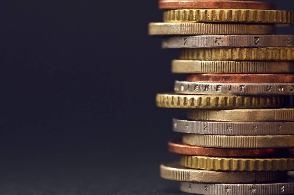 Pilha de moedas simbolizando retorno e rendimento