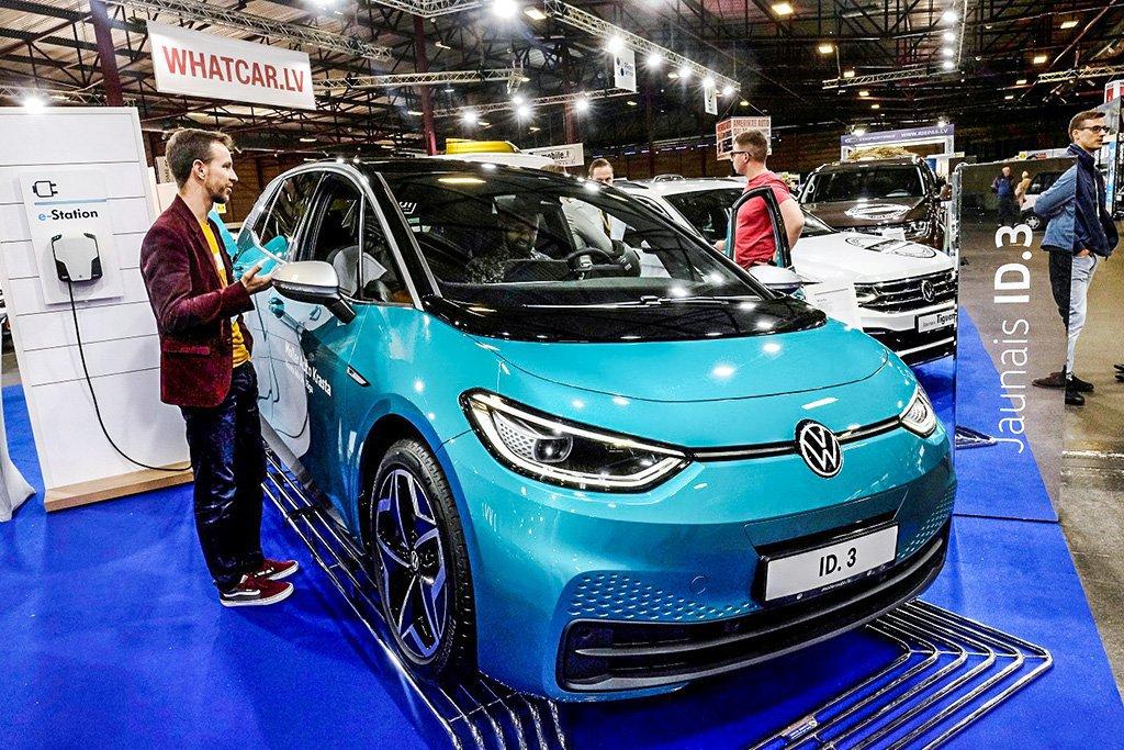 Carro elétrico da Volkswagen em exibição na Europa
