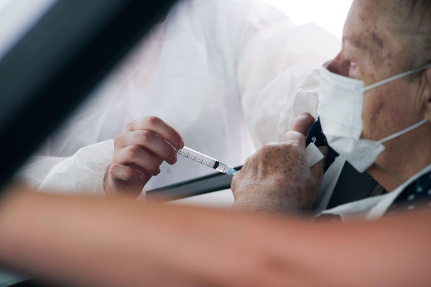 DOU traz aviso de dispensa de licitação para compra de vacinas Pfizer e Janssen