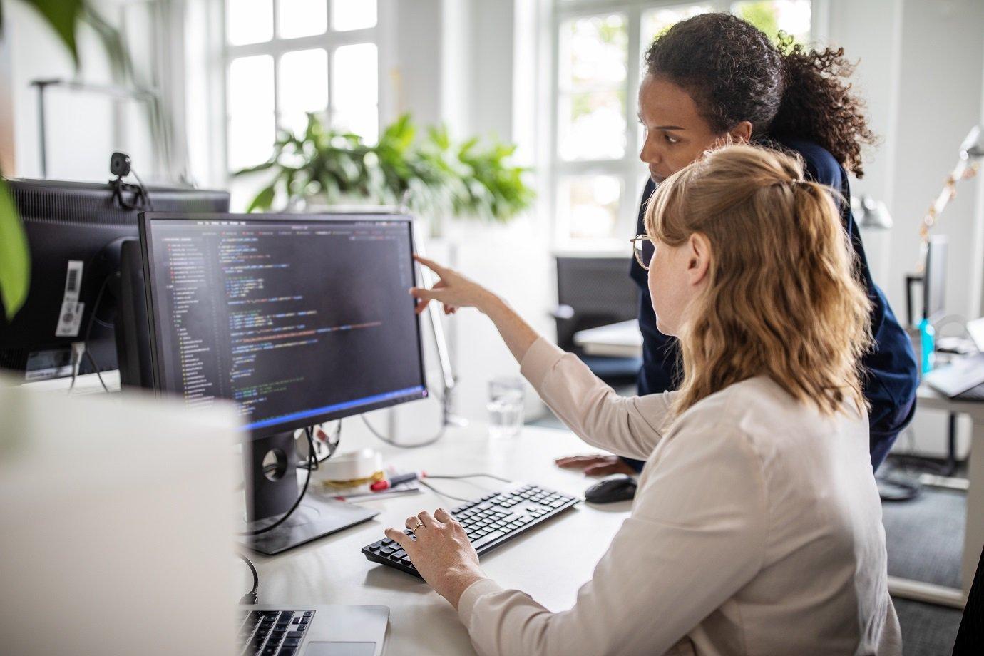 Mulheres ocupam só 20% das vagas em tech no Brasil, e empresas se unem para mudar