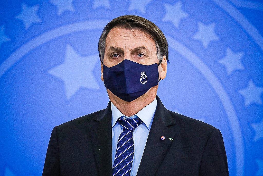 Bolsonaro se reúne com a Pfizer e pede para antecipar vacinas