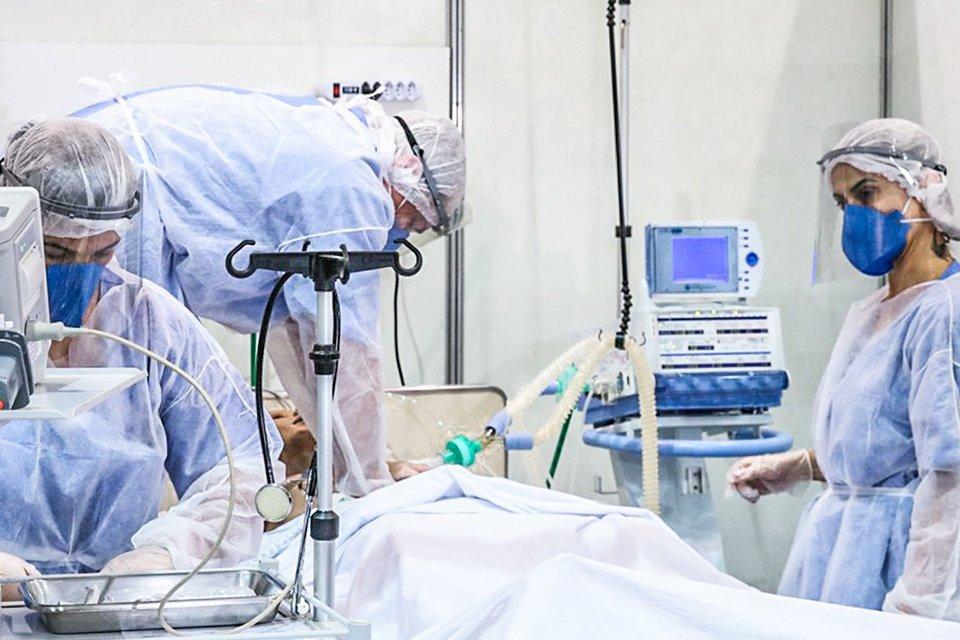 Média diária de mortes por covid-19 no Brasil se aproxima de 2 mil