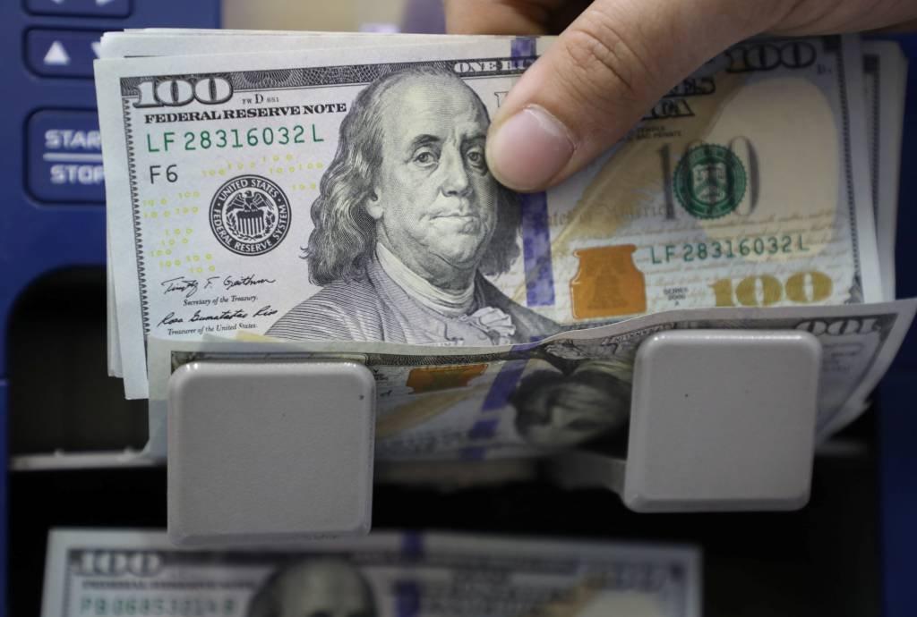 Itaú Unibanco lança saque em dólar e euro no Banco24Horas