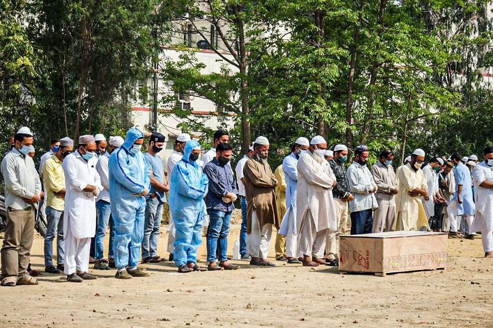 Combinação entre superpopulação e baixo grau de disciplina social cria cenário trágico na Índia