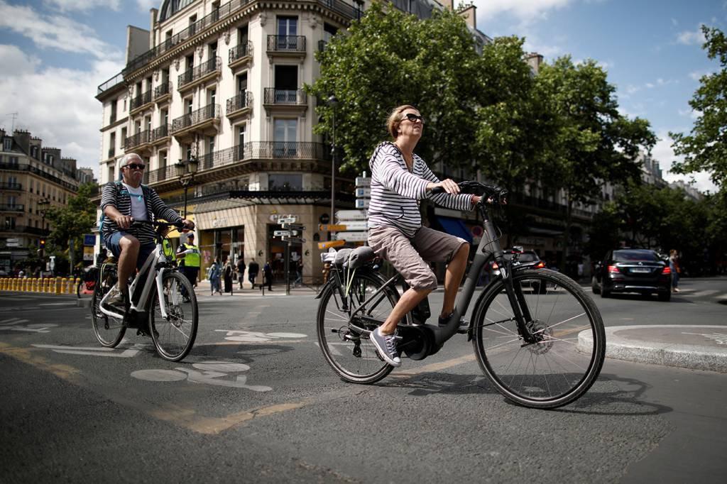 Trocar carro por bicicleta? França pode pagar US$2.975 para quem aceitar