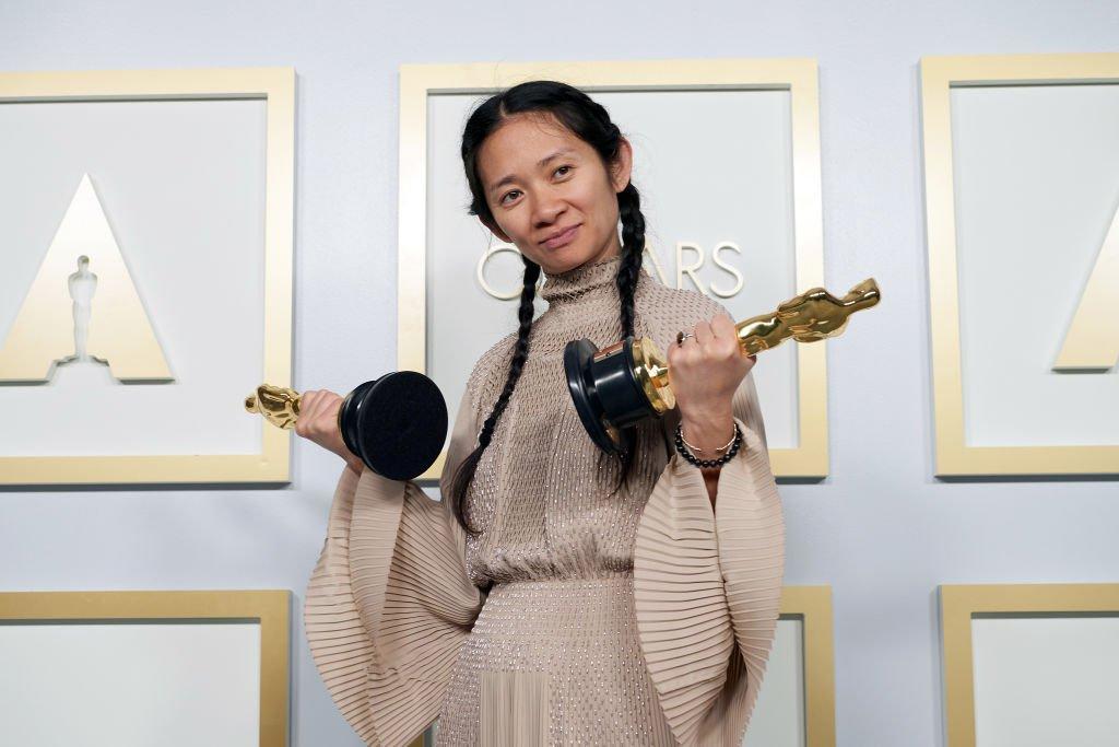 OSCAR 2021: Chloé Zhao, vencedora do prêmio de melhor atriz em 'Nomadland,'