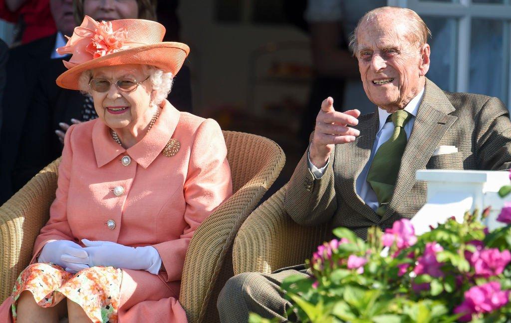 A Rainha Elizabeth II e o Príncipe Philip, Duque de Edimburgo participam da partida de polo - Royal Windsor Cup 2018 no Guards Polo Club em 24 de junho de 2018 em Egham, Inglaterra.