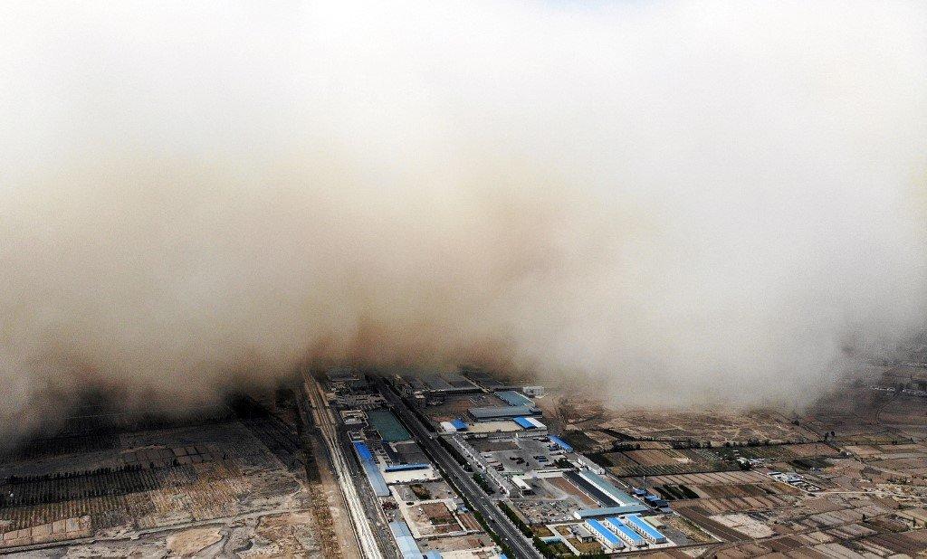 Tempestade de areia cobre Zhangye, cidade na China