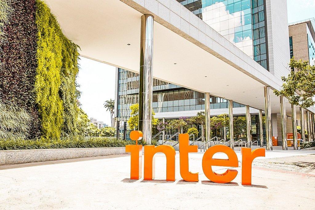 Entrada do prédio onde fica a sede do Banco Inter, em Belo Horizonte