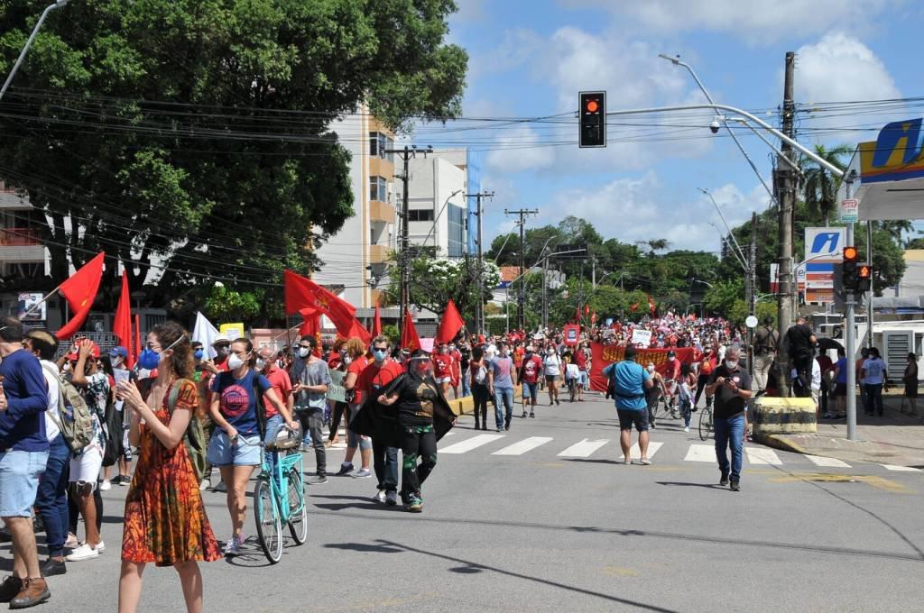 Veja como foram os protestos contra Bolsonaro neste sábado | Exame
