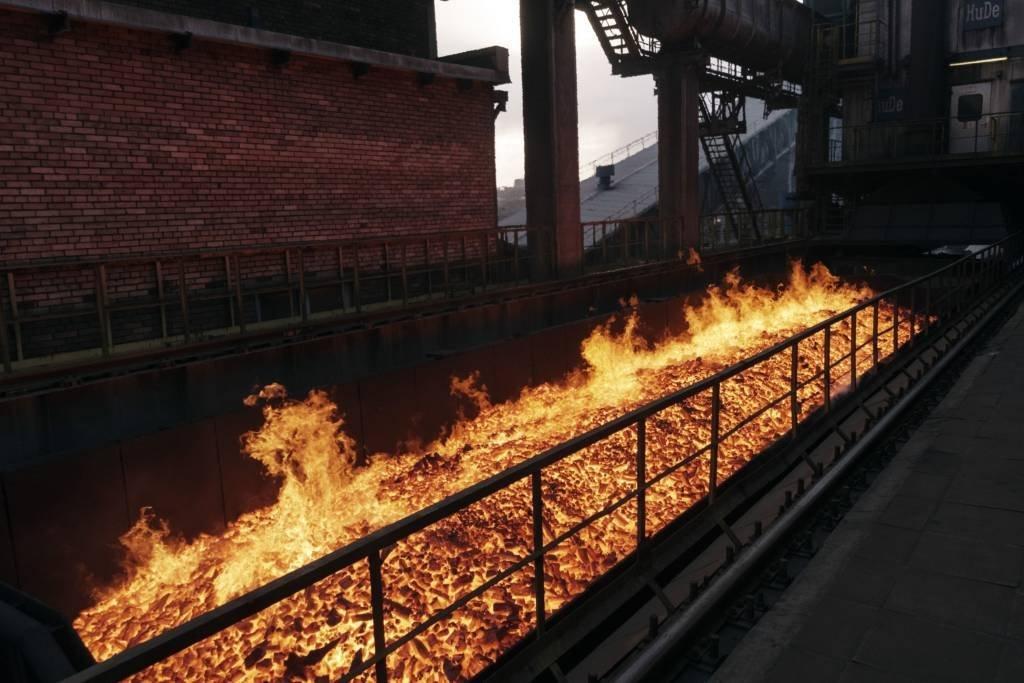 Coque em chamas utilizado em usina siderúrgica da ArcelorMittal na Ucrânia