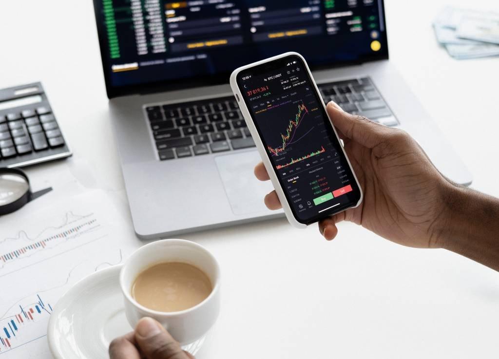 Como avaliar o melhor momento para comprar ou vender uma ação
