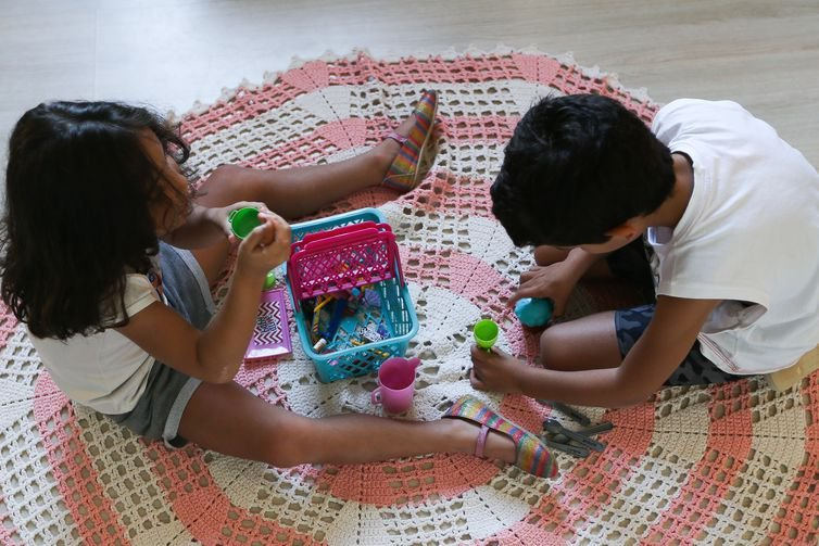 """dia de brincar 2705218988 Restless and bored children? Understand what """"toxic stress"""" is"""