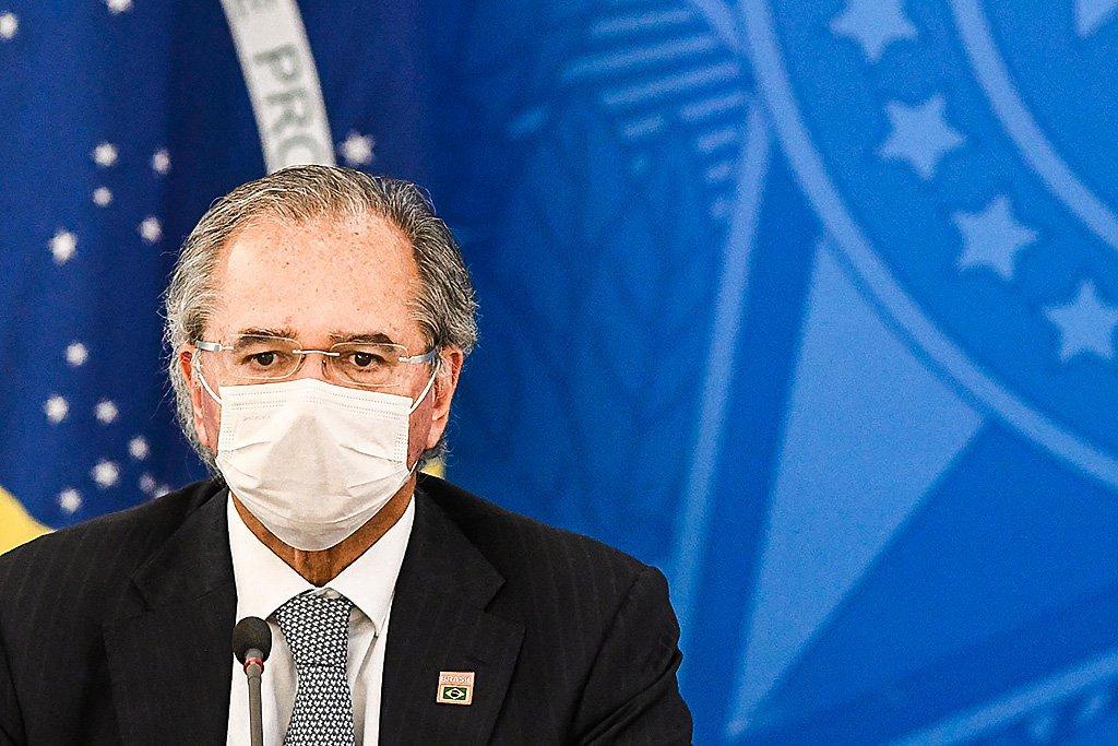 Guedes: Brasil ajudará vizinhos após terminar vacinação interna em 2 meses