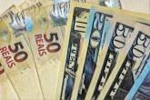 Dólar começa a deslizar com retorno das exportadoras ao mercado