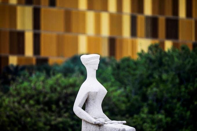Estátua da Justiça em frente ao STF em Brasília
