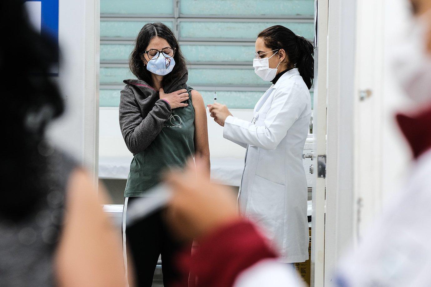 Governo de SP volta a antecipar calendário de vacinação; veja datas