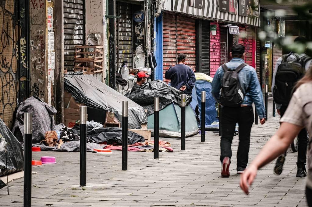 Moradia precária; morador de rua; centro da cidade; miséria