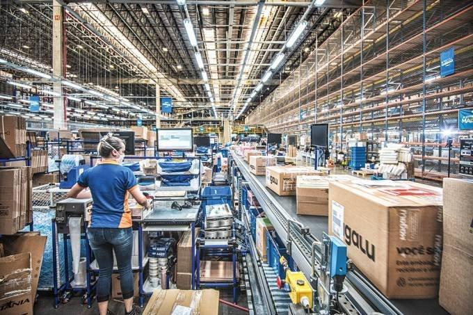 Empresas treinam funcionários e driblam falta de mão de obra especializada