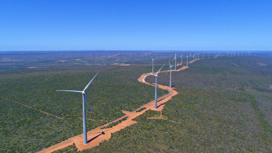 Chile e Brasil inauguram usinas termossolar e eólica gigante no mesmo dia