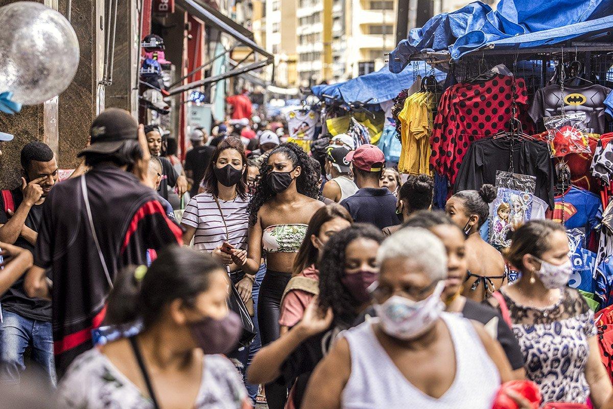 Cidade de SP recua e uso de máscara segue obrigatório em local público