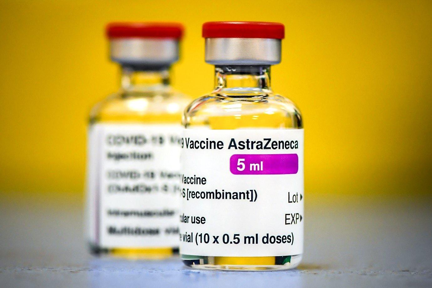 Vacina AstraZeneca e fiocruz