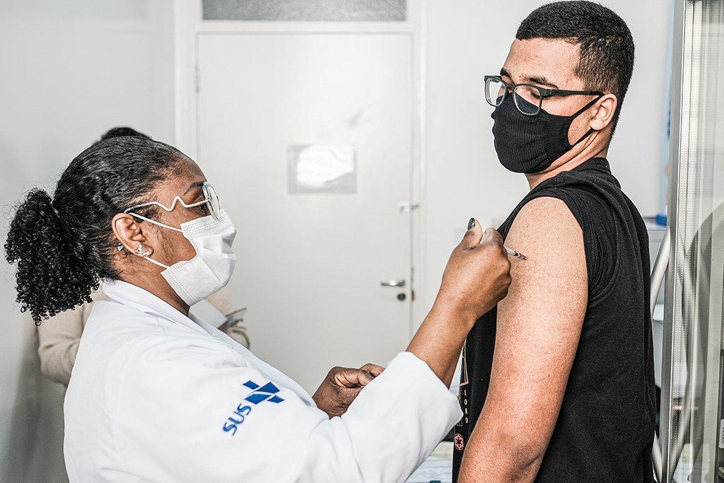 Vacinação Covid-19; adolescentes; comorbidade; enfermeira; Pfizer; SUS