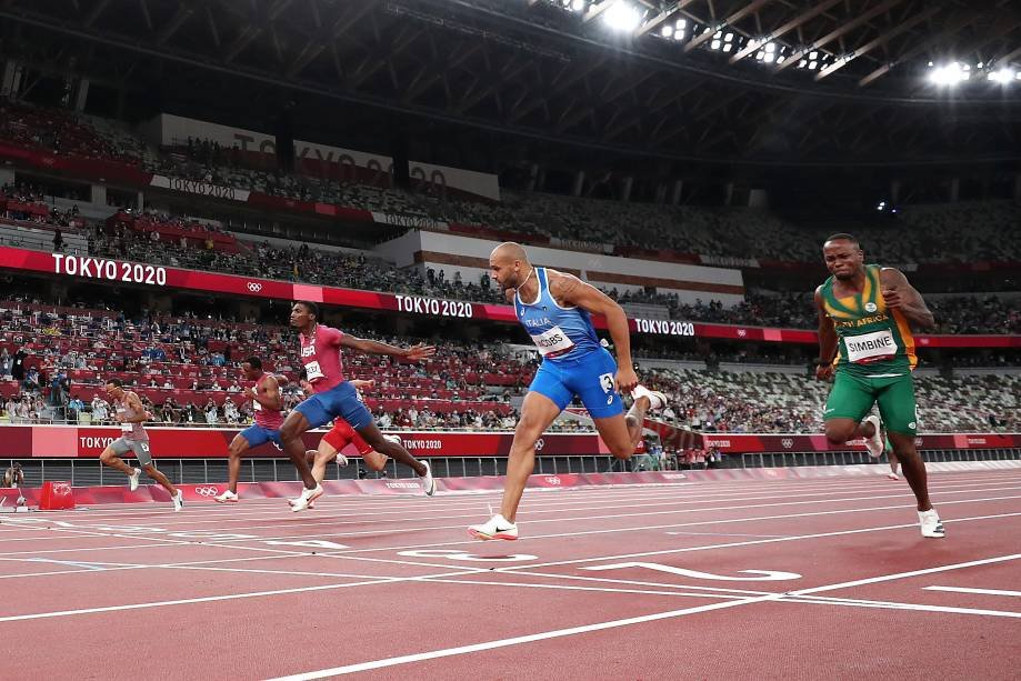 TOKYO, JAPAN - AUGUST 01: Lamont Marcel Jacobs of Team Italy wins the men's 100m final ahead of Fred Kerley of Team USA and Andre de Grasse of Team Canada on day 9 of the Olympic Games Tokyo 2020 at Olympic Stadium on August 1, 2021 in Tokyo, Japan.  (Photo by Cameron Spencer/Getty Images)