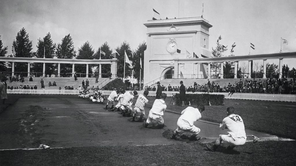 Disputa de cabo de guerra nas Olimpíadas da Antuérpia, em 1920