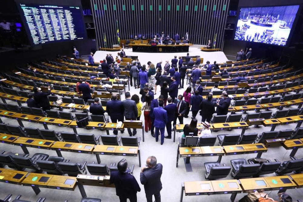 Câmara aprova projeto que altera cobrança do ICMS sobre combustíveis