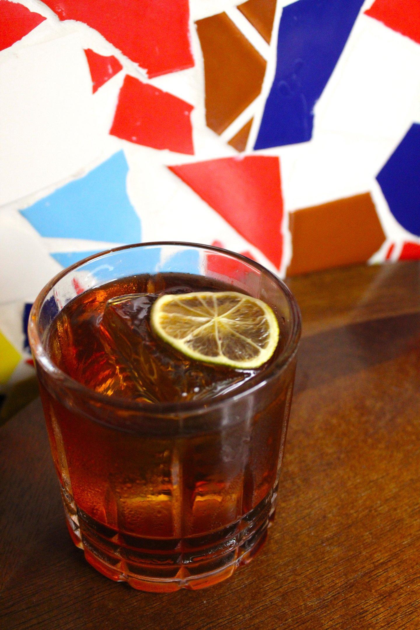 Me Va El Rabo de Gallo Divulgacao 7 drinks to celebrate Cachaça Day (13)