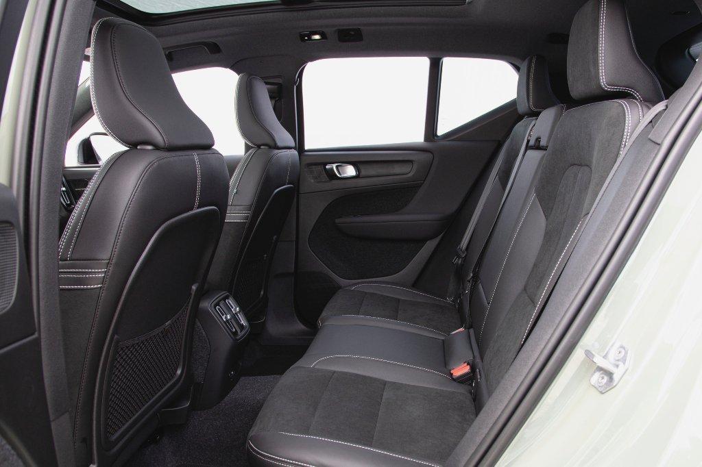 Volvo XC40 Recharge Pure Electric espaço interno