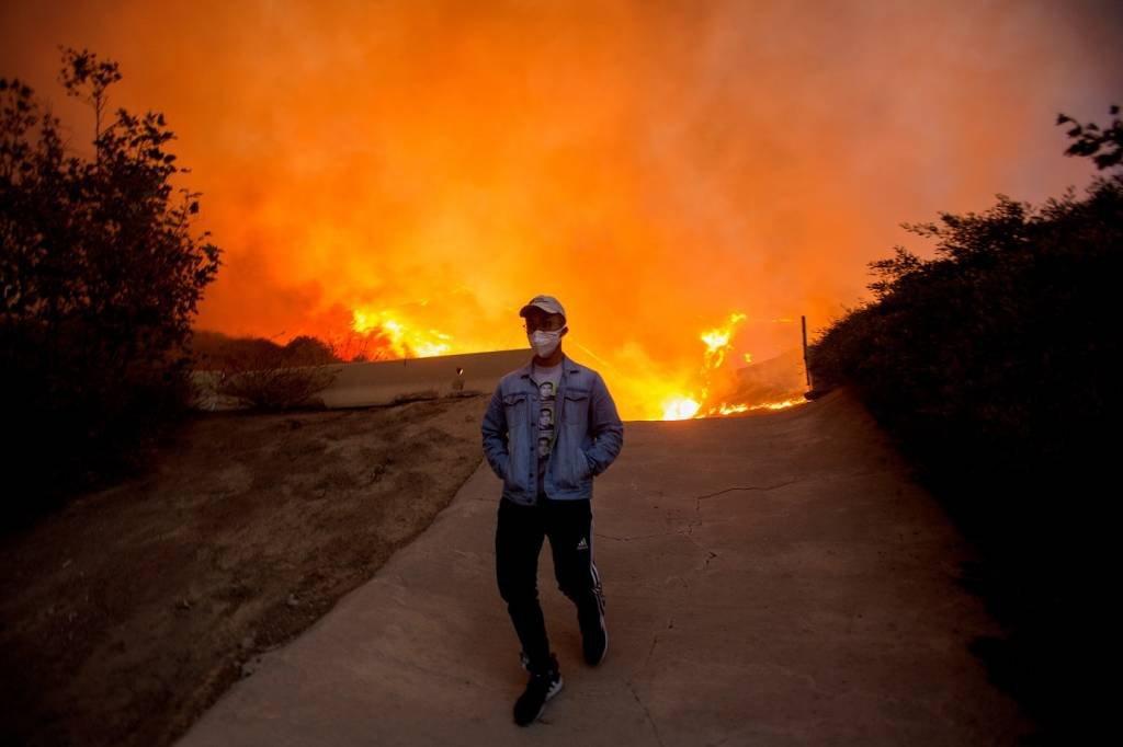 Incêndio em Yorba Linda, Califórnia, EUA