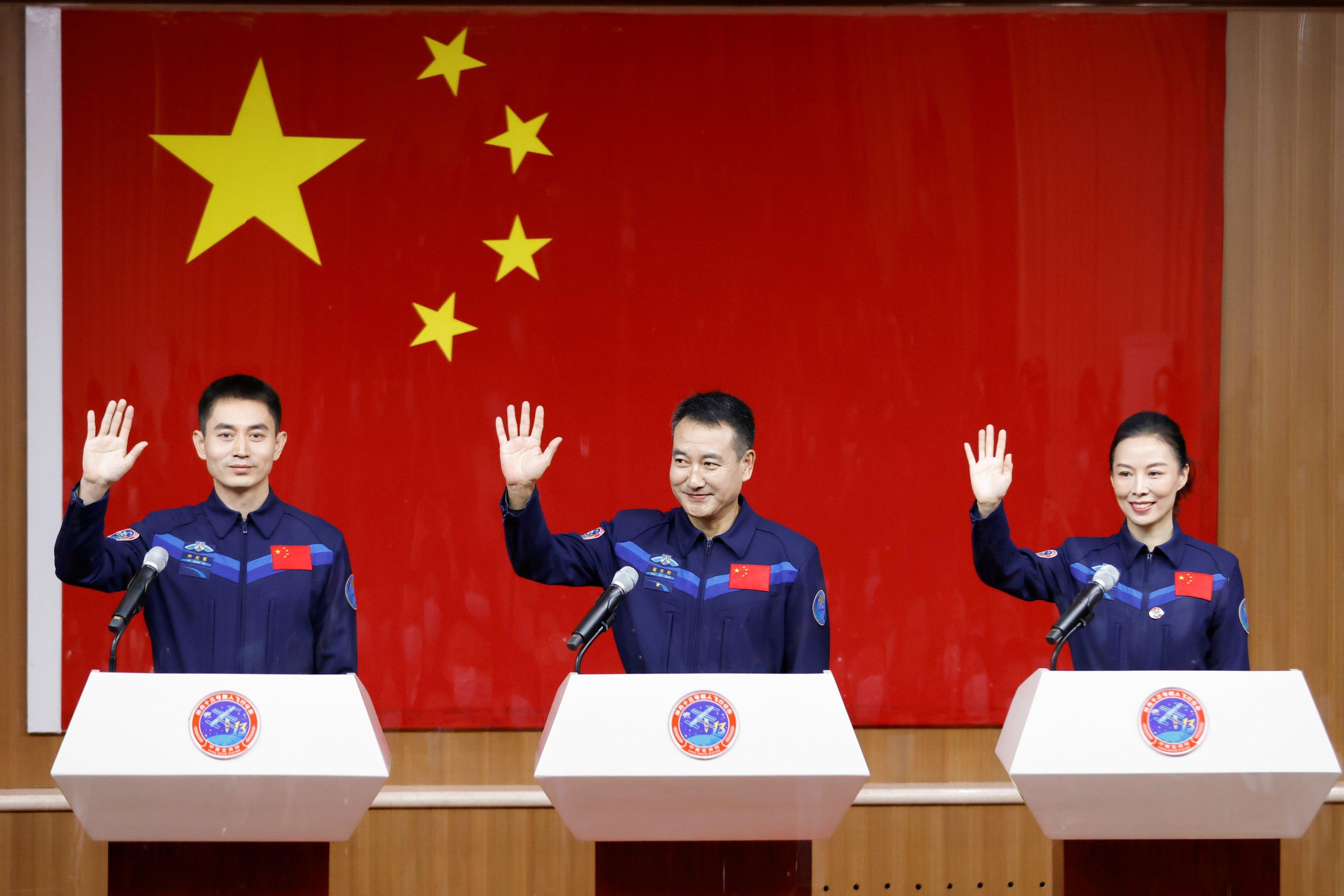 China vai enviar três astronautas a estação espacial no sábado