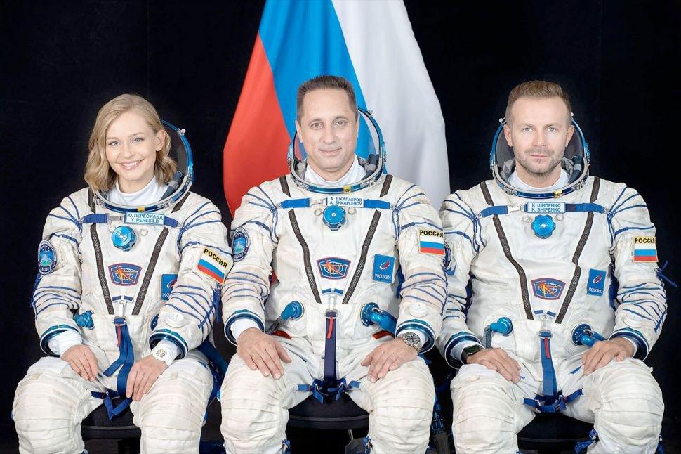 Atriz Yulia Peresild, cosmonauta Klim Shipenko e diretor Klim Shipenko