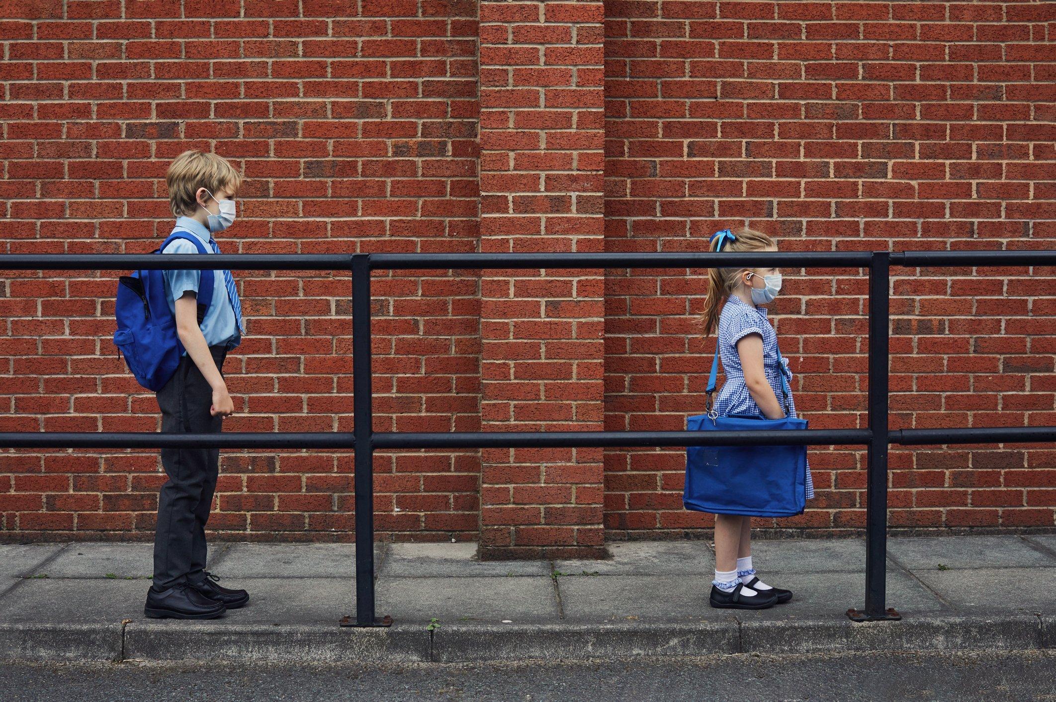 Crescem casos de covid-19 entre crianças na Inglaterra