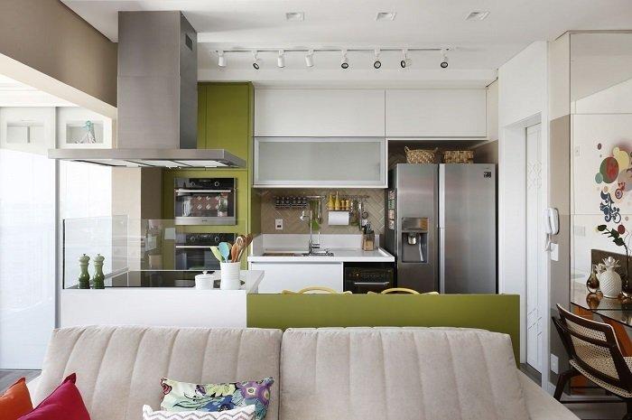 Três projetos para ter mais espaço em cozinhas compactas