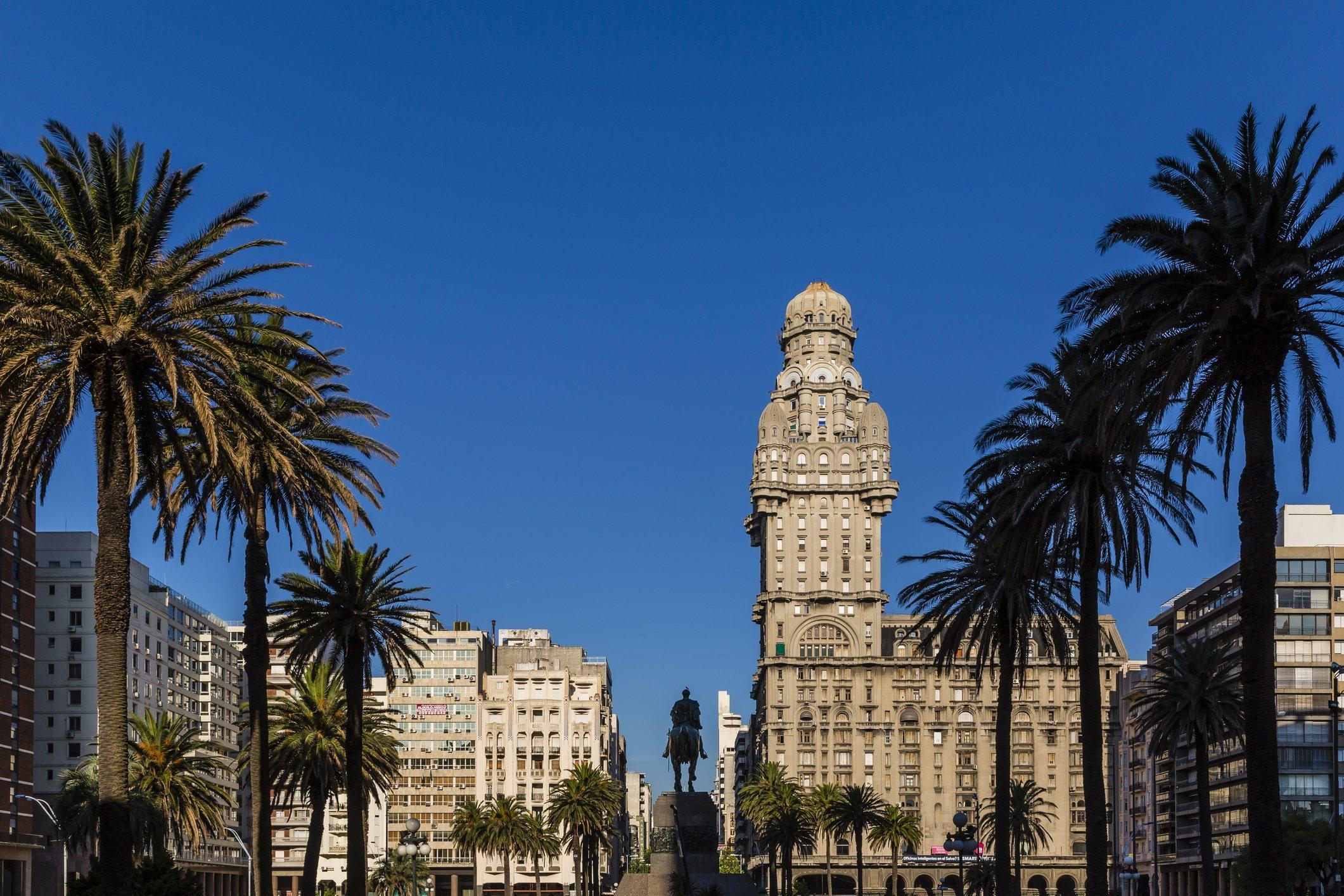 Uruguai oferecerá vacina da covid-19 a turistas. Veja as regras