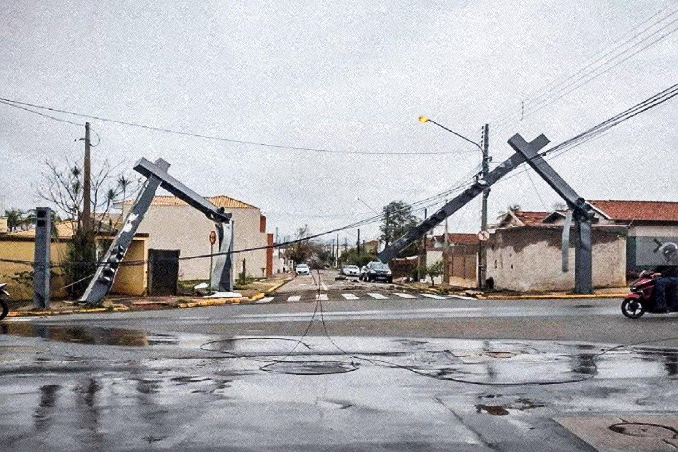 Tornado que varreu Pirassununga pode se repetir? Veja vídeos