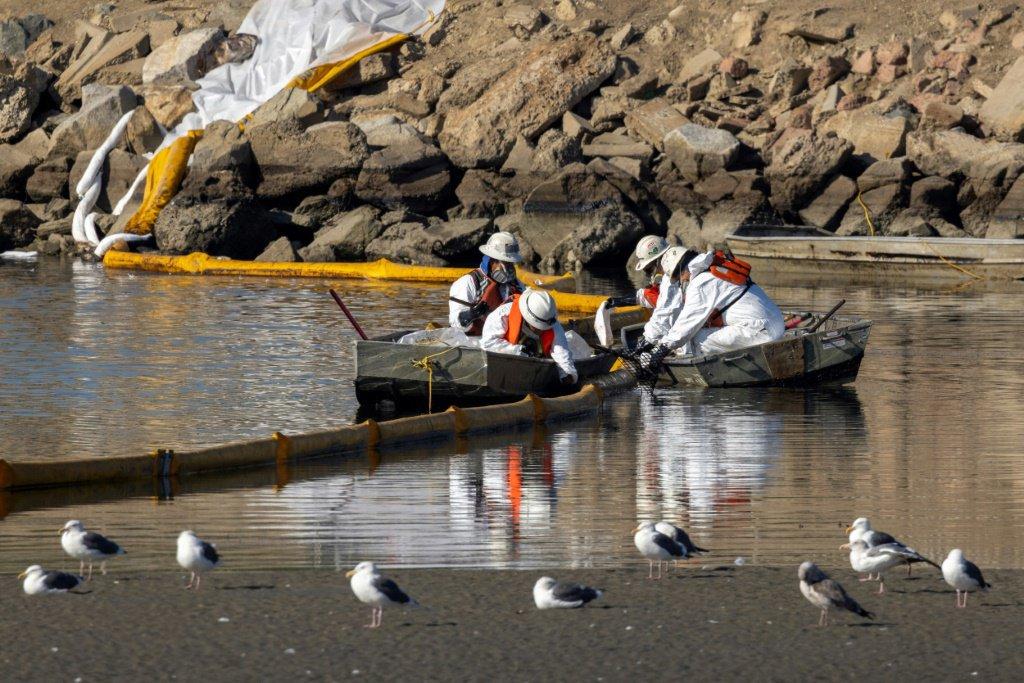 urn newsml afp.com 20211004 7219ac48 9c4a 42f0 bc85 71014442554f ipad Huge oil spill threatens California's beaches and wildlife